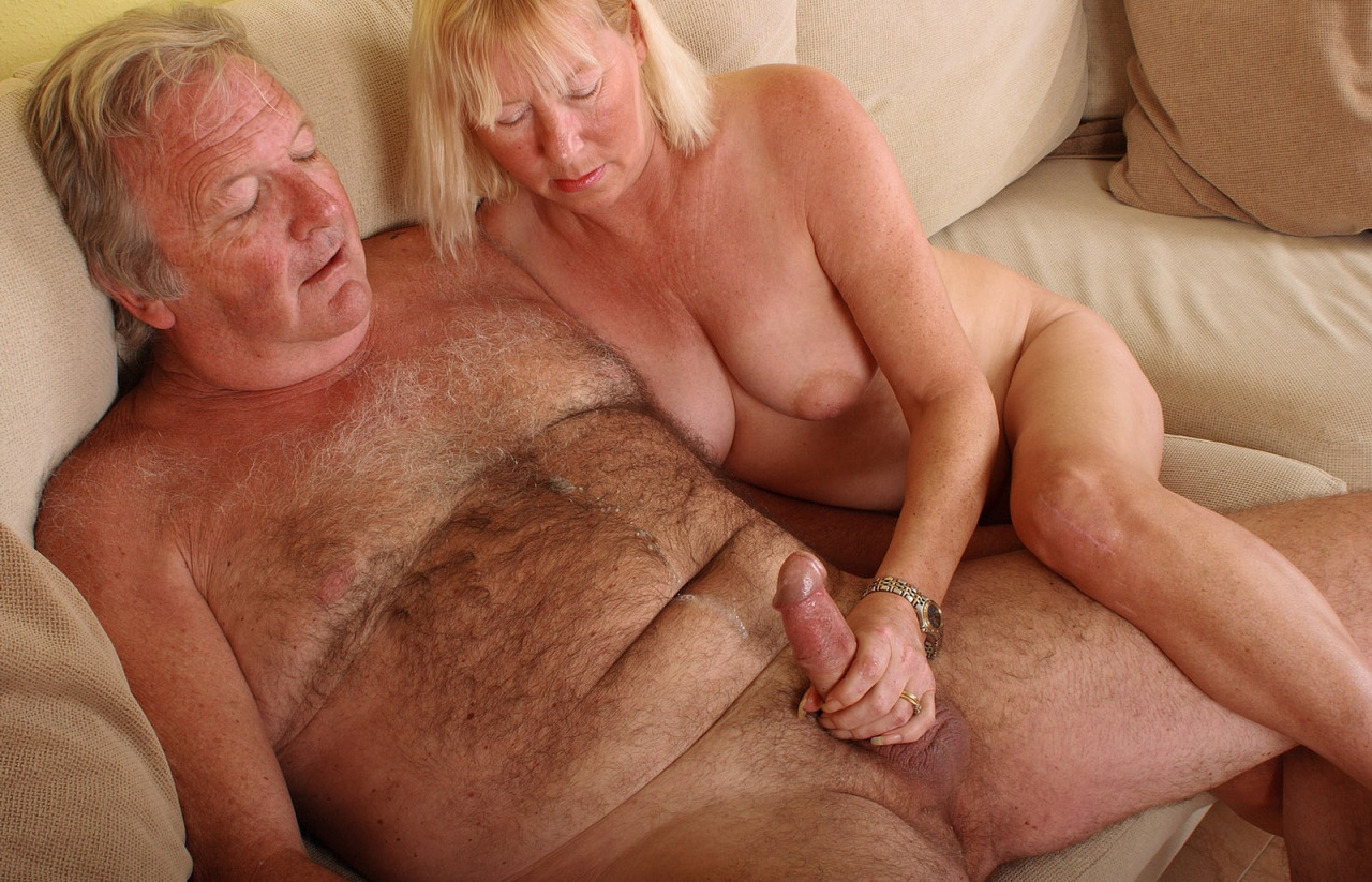 Порно мужчины ласкают старух